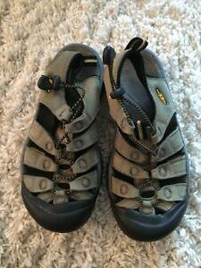 Keen sandals size 5 youth