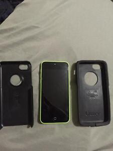 SELLING IPHONE 5c W/ OTTER BOX CASE LIME GREEN