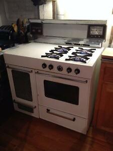 Gas stove/range with heater - $375 (Abbotsford)