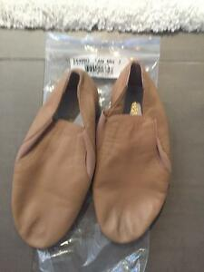 Brand-new beige leather jazz shoes size 2 London Ontario image 4