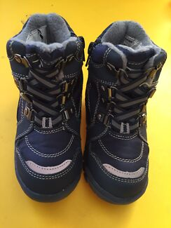 Brand new kids size 8 Snow Boots