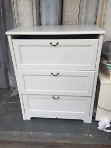 nice white Ikea wooden chest of drawer , can delivery at extra fe Mont Albert Whitehorse Area Preview