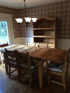 Beautiful solid wood dining table, six chairs and hutch London Ontario image 2