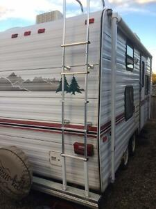 1994 Komfort Lite 20' Travel Trailer - Tandem Axle