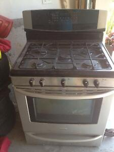3yr old Stainless Steel Gas Stove Kenmore 30'