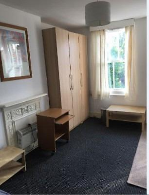 Neat studio room close to Wormwood Scrubs Park W3