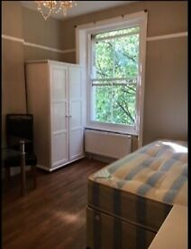 CLEAN AND BRIGHT STUDIO IN KENSINGTON CENTRAL LONDON
