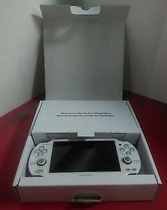 Sony PlayStation Vita - Uncharted Golden Abyss Bundle