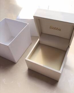 Jewellery jewelry Necklace white storage box