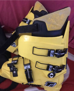 Lange tii ski boots yellow ski shoes superheat Hoppers Crossing Wyndham Area Preview