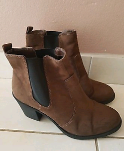 Size 10 H&M suede boots women's Macquarie Fields Campbelltown Area Preview