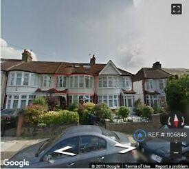 1 bedroom flat in Palmers Green, Palmers Green, London, N13, N13 (1 bed) (#1106848)