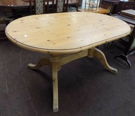 Chunky solid pine dining table / farmhouse table and 5 chairs inc 1 carver