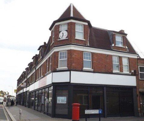 FULLY REFURBISHED STUDIO - Available Now! - Raynes Park