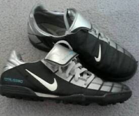 Nike boys astro turf football boots