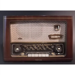 1950's Wood Cased Tonfunk Violetta Radio