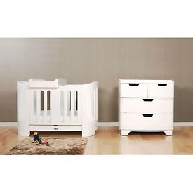 Bloom Luxo Sleep baby bed and chest of drawers