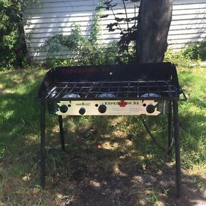 Folding Outdoor 3-Burner Gas Stove in very good condition