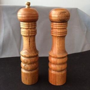 Wooden Salt Shaker & Pepper Grinder Vintage 1970's Cambridge Kitchener Area image 2