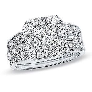 Stunning Engagement Ring and Wedding band set