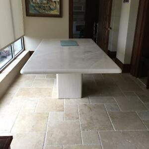 Synthetic marble table - Table en marbre synthétique
