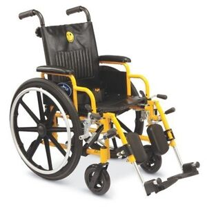 chaise roulante pédiatrique pour enfant