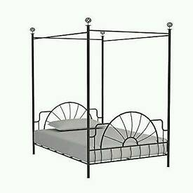 Double bed (four poster)