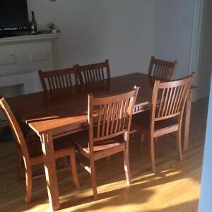 Hardwood Oak finish Mission style dinning table and 6 chairs