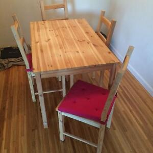 Dining table & 4 seats