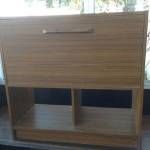 REDUCED-STORAGE CABINET/DISPLAY UNIT