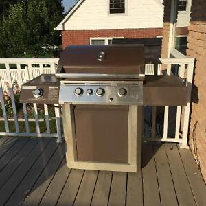 Centro BBQ with side burner