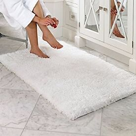 Large WHITE BATHROOM thick pile RUG 2ft 6ins x 5ft. Pile 5cm thick