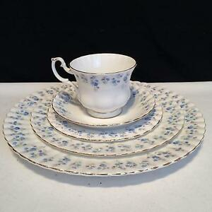 SET DE VAISSELLE ROYAL ALBERT  MEMORY LANE ENGLAND