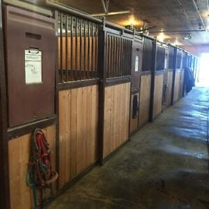 HiQual Traditional Equine Stalls