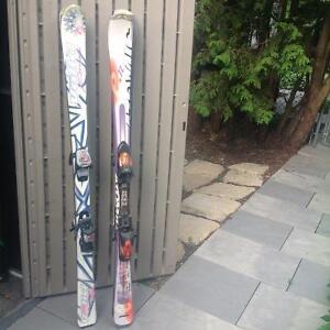 Ski alpin parabolique et bottes