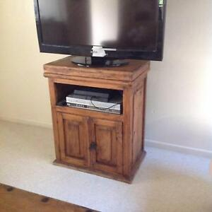 $50 RUSTIC TV STAND IN SOLID WOOD Leichhardt Leichhardt Area Preview