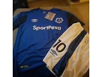 EVERTON KIDS SHIRT & SHORTS AGE 11 TO 12