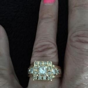 Appraised Men or Ladies Beautiful Yellow Gold and Diamond Ring