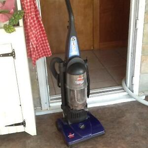 Bissell Power force bagless vaccum