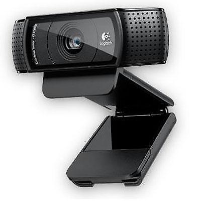 Logitech HD Pro Webcam C920, 1080p Video Calling & Recording w/Tripod Bundle