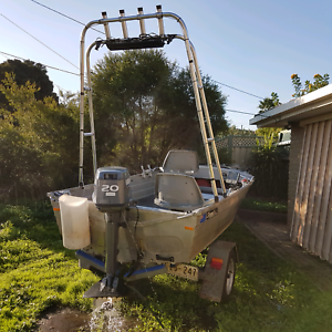 12fts boat Albanvale Brimbank Area Preview
