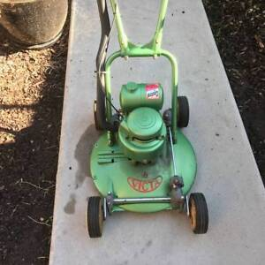 """Victa Vintage 18"""" Toe Cutter Lawn Mower (2 of 2 for sale) Altona Meadows Hobsons Bay Area Preview"""