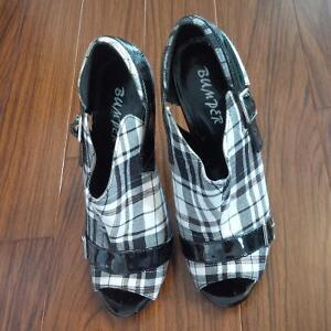 Black and White Plaid Booties, Size 8 London Ontario image 4