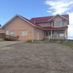 COUNTRY RESIDENCE IN RURAL CHESTERMERE for Rent