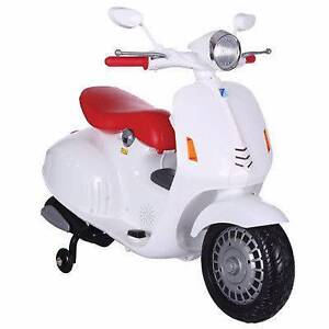 BNWB ELECTRIC CHILDRENS KIDS RIDE ON WHITE 6V VESPA SCOOTER BIKE Turramurra Ku-ring-gai Area Preview