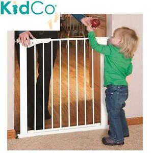 NEW KIDCO 32'' WHITE SAFETY GATE PRESSURE MOUNT SAFETY GATE 101402911