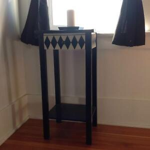 Night stand/accent table