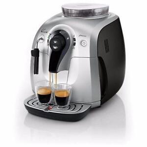 Machine à Café Automatique Cappuccino Saeco XSMALL Plus HD8745/47 - Argent / Noir et Vapore HD8645/47 - Refurb