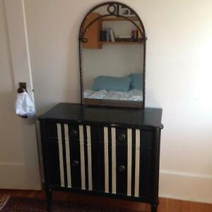 accent table/cabnet