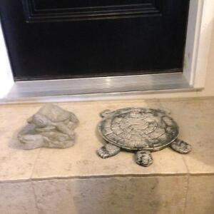 Cement turtles
